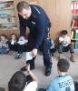 Dzielnicy radził dzieciom jak bezpiecznie spędzić ferie_5